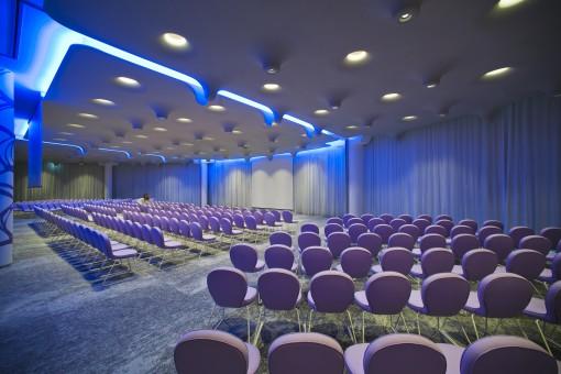 Milano, Barcelò Hotel. Composizione illuminotecnica della sala conferenze (foto: Studio Giancarlo Marzorati)