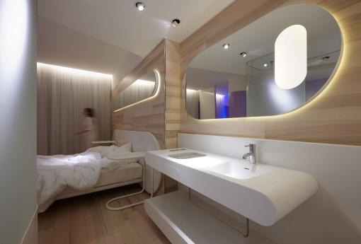Un'altra immagine per presentare alcune delle soluzioni di illuminazione adottate nelle camere dell'albergo (foto: Studio Giancarlo Marzorati)
