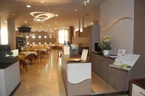 Un interno dei locali del ristorante, con il nuovo progetto colore realizzato (cortesia: Colordesigners)