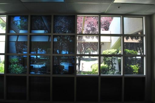 Smart Windows con il vetro che si opacizza (a sinistra nell'immagine) (Fonte: gigaom)