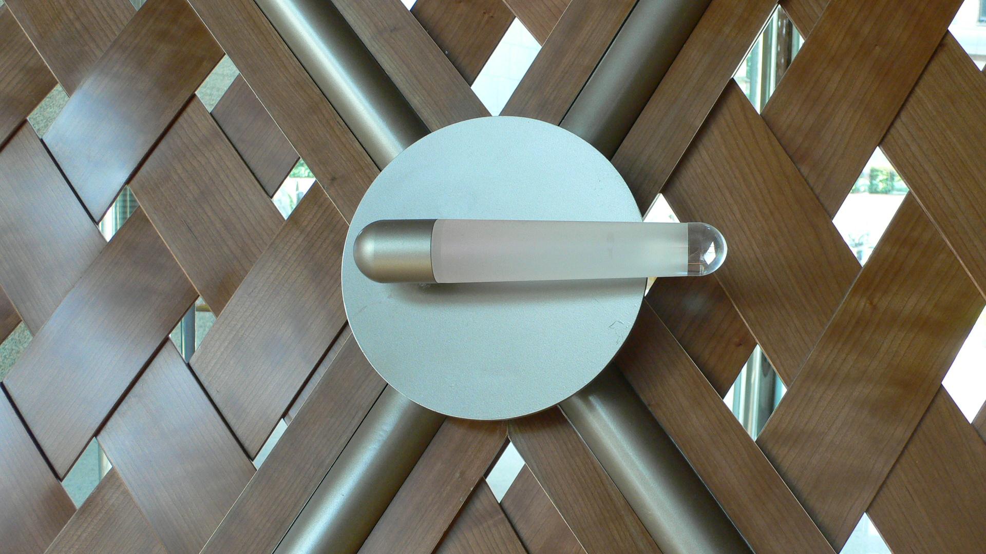 """Ruentex Tunha-Renai Residence. Dettaglio con una delle 155 """"Cigar Light"""", con LED da 1 W (tc 3000 k) (cortesia foto: Jeffrey Cheng)"""