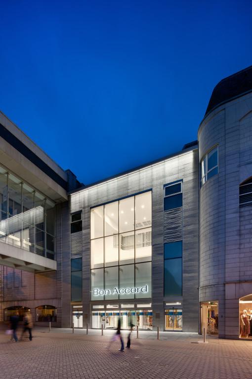 Un'immagine della galleria commerciale di Aberdeen (cortesia: Zumtobel, copyright: www.nealsmith.com