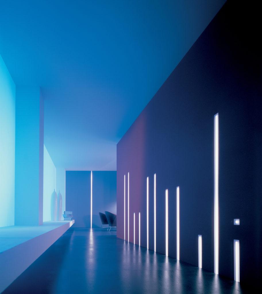 """Interior Design. La definizione di """"tagli architettonici"""" ricavati a scomparsa determina spesso il concept nell'illuminazione di un ambiente (cortesia: Oty Light)"""