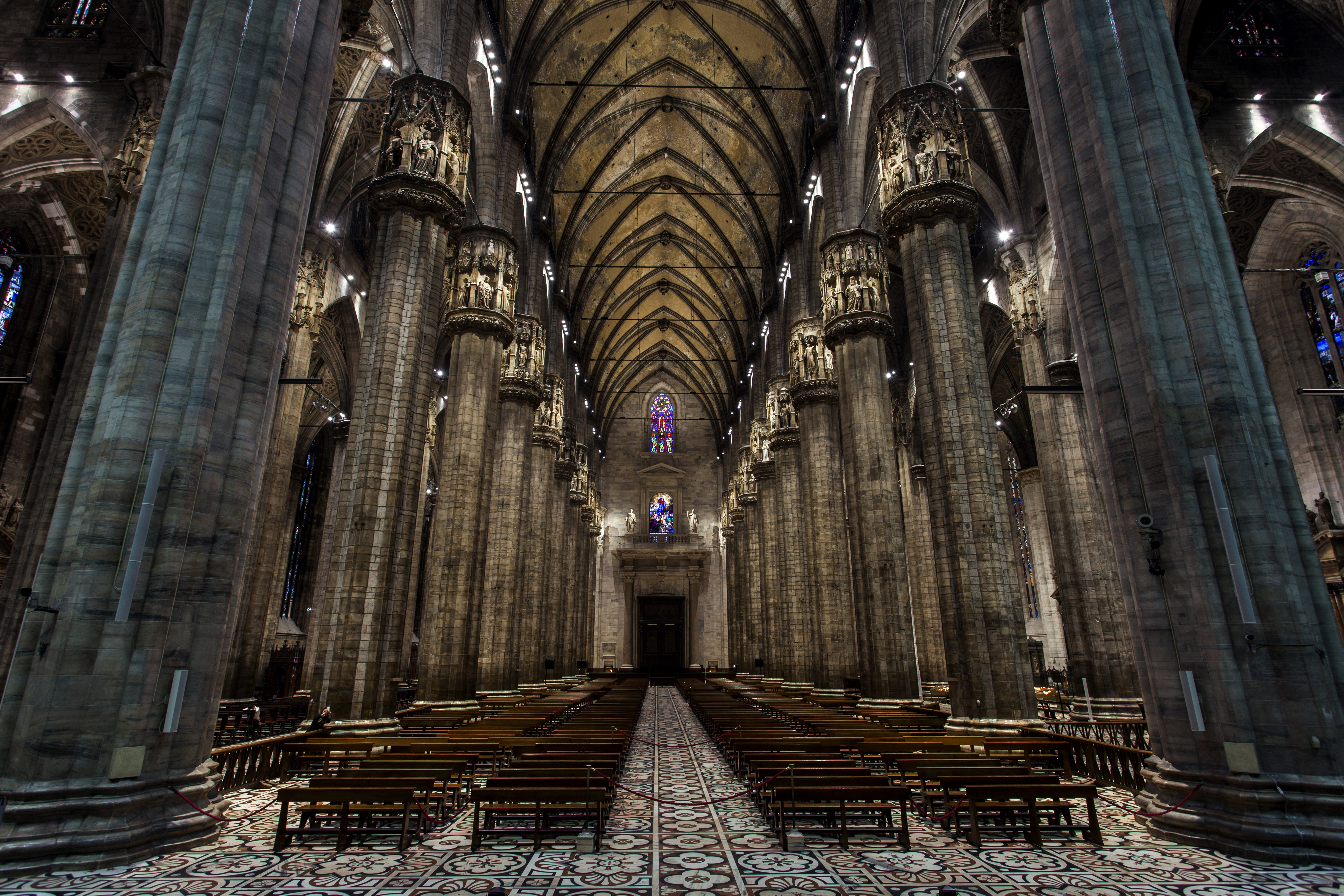 Illuminazione Di Un Corridoio : Un racconto nel marmo luce e design