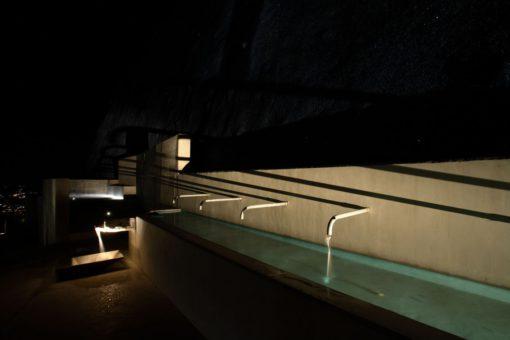 Solopaca, Acquedotto Alto Calore. Un'immagine notturna della fontana (cortesia: Cannata & Parners Lighting Design; foto: arch. Pasquale Palmieri )