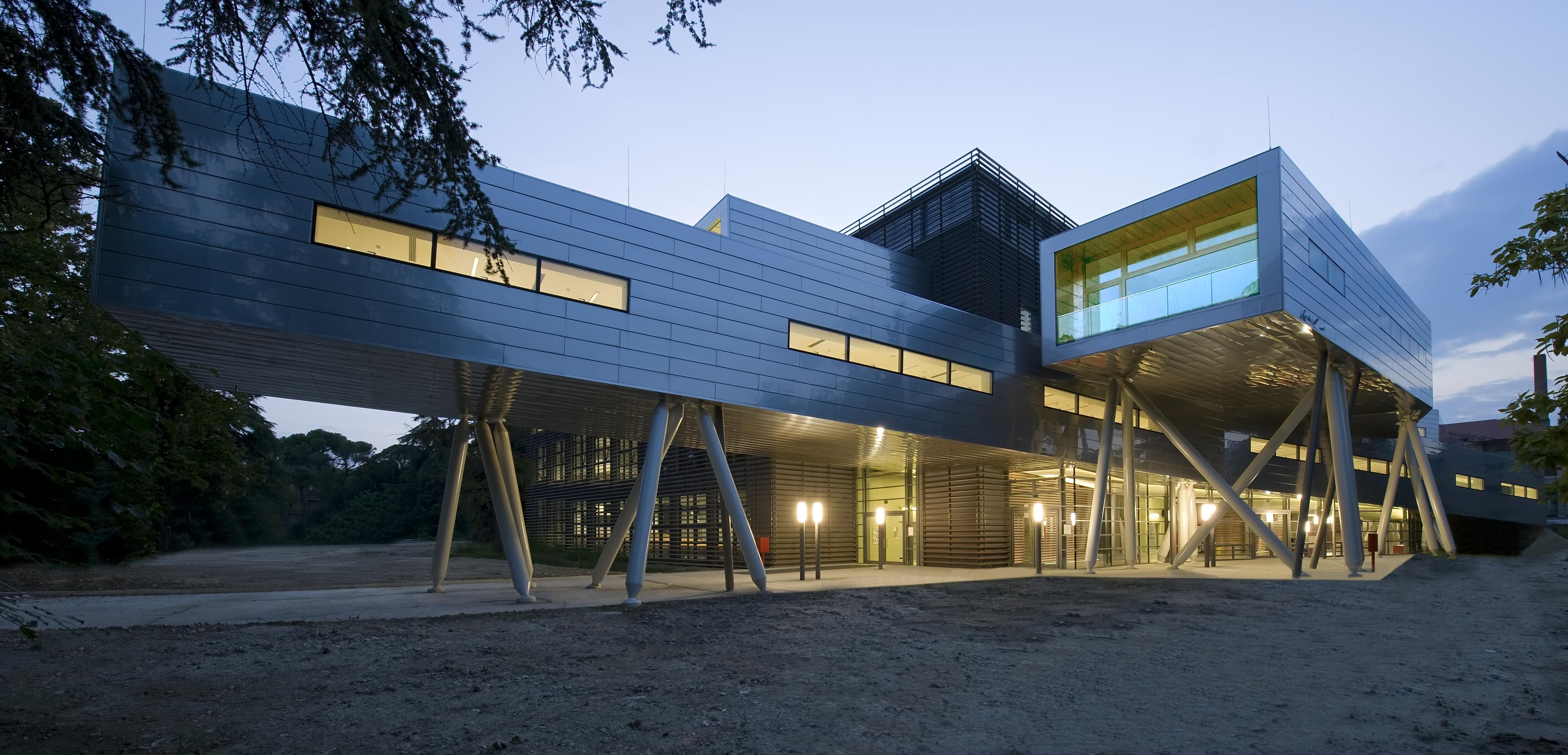 Forlì, Campus Universitario. Un'immagine esterna del complesso dell'atrio.