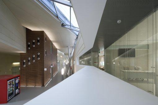 Due altre immagini degli interni del Campus (photo by Moreno Maggi - courtesy:iGuzzini Illuminazione