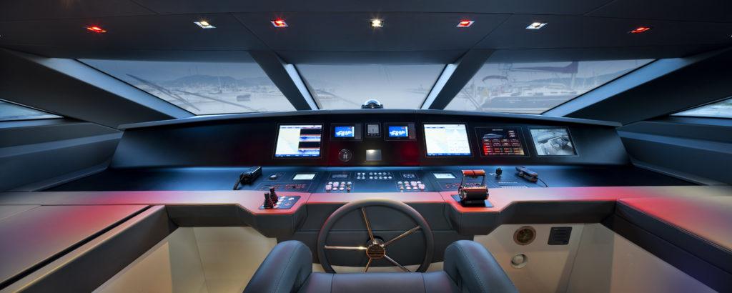 Artemide, per l'area timoneria dello Yacht Sanlorenzo SL104-568 è stata utilizzata una versione a LED rossi (courtesy photo: Artemide)