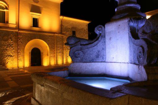 Cerreto Sannita. Illuminazione della piazza centrale, particolare della fontana (courtesy photo: Cannata & Partners)
