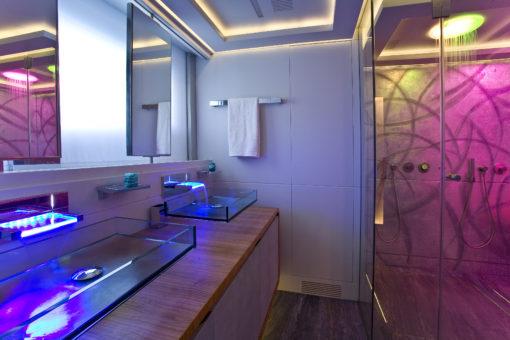 M.Y. Panther II. Il bagno dell'armatore (courtesy photo: Luca Dini Design))