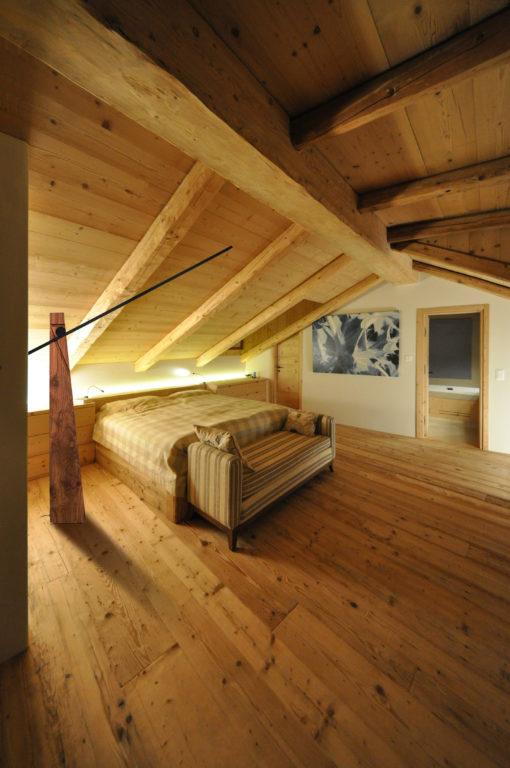 """Svizzera, La Punt. Un'immagine ambientata della lampada """"Astolfo"""" (courtesy: Studio Amedeo Guidobono Cavalchini)"""