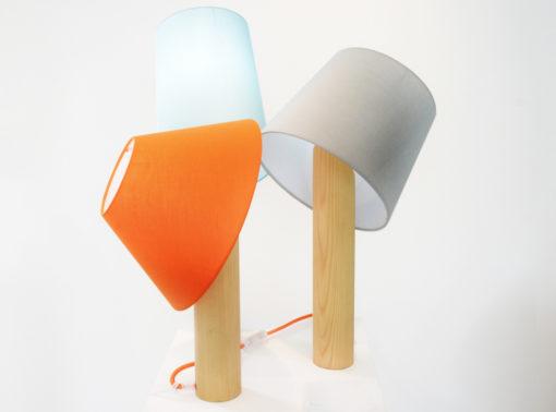 """La serie """"Ada Lamp"""" propone lampade con corpo in legno massello e paralumi in tessuto riciclato (courtesy: A/E Design)"""