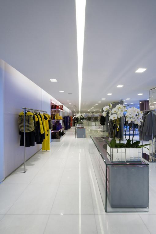 Un'immagine della boutique Blumarine, in Via della Spiga a Milano (courtesy: Buzzi & Buzzi)