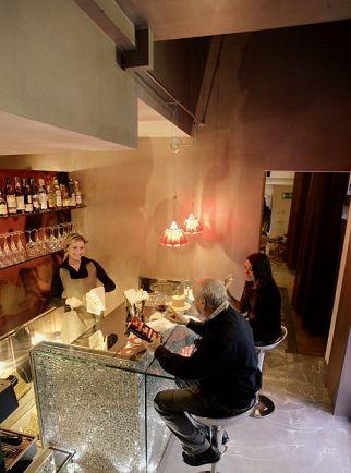 """Bologna, il """"Convento dei Fiori di Seta"""", il WineBar (cortesia: Giordana Arcesilai)"""
