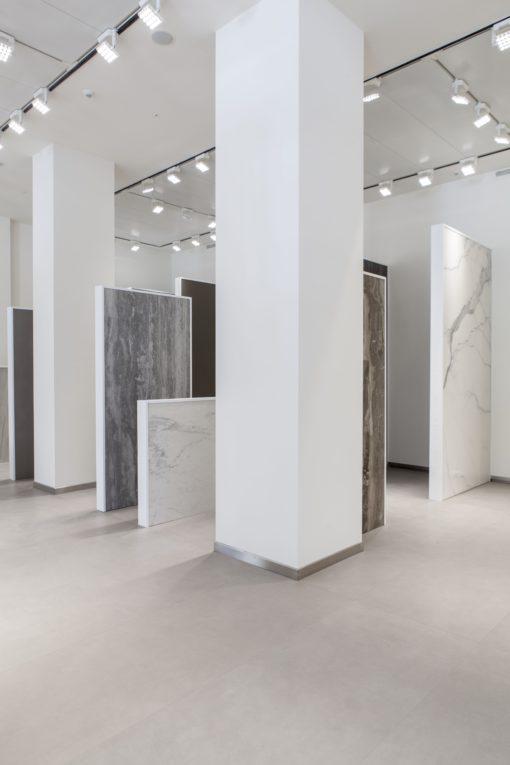 Milano. Un interno dello showroom (courtesy photo: Artemide)