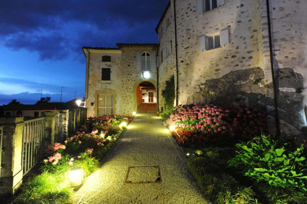Montegiardino, Borgo Medievale. Vista dell'ingresso al borgo (cortesia: Alberto Ricci Petitoni, Foto: Matteo Marchi)