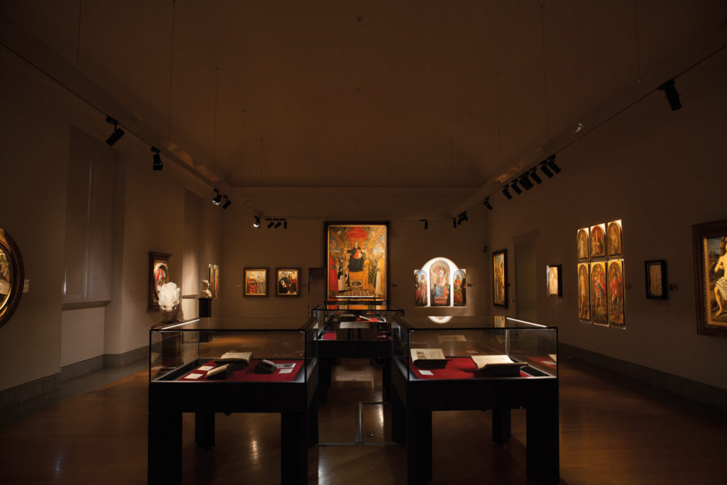 Milano, Pinacoteca Ambrosiana. La Sala 2 dopo l'intervento dedicato alla nuova illuminazione (courtesy photo: Simona Monfrinotti)