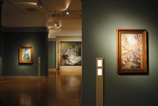 """Torino. GAM Galleria Civica d'Arte Moderna e Contemporanea. """"Monet. Dalle Collezione del Musee d'Orsay"""". Sullo sfondo, uno dei capolavori presenti, """" Le Déjeuner sur l'herbe"""" 1865-1866 (courtesy photo: Skira)"""