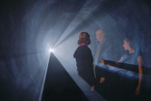 Anthony McCall, Line Describing a Cone 2.0, 1973/2010 - computer, QuickTime movie file, videoproiettore, macchina per foschia artificiale - ciclo di 30 minuti (Anthony McCall Studio, New York