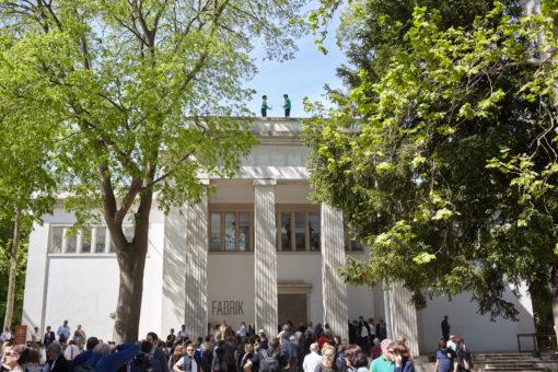 Performance e installazione sul tetto del Padiglione della Germania durante tutta la durata della Biennale Arte