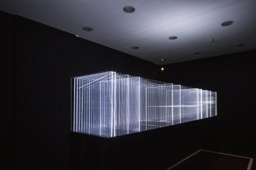 """Nel lavoro di Nicolas Bernier """"Frequencies (light quanta)"""" la luce è l'elemento rivelatore dell'opera (courtesy: Fondazione RomaEuropa)"""