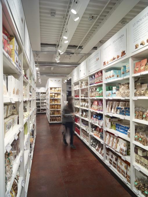 del nuovo store Eataly Milano Smeraldo (courtesy photo: Paolo Carlini – iGuzzini Illuminazione)