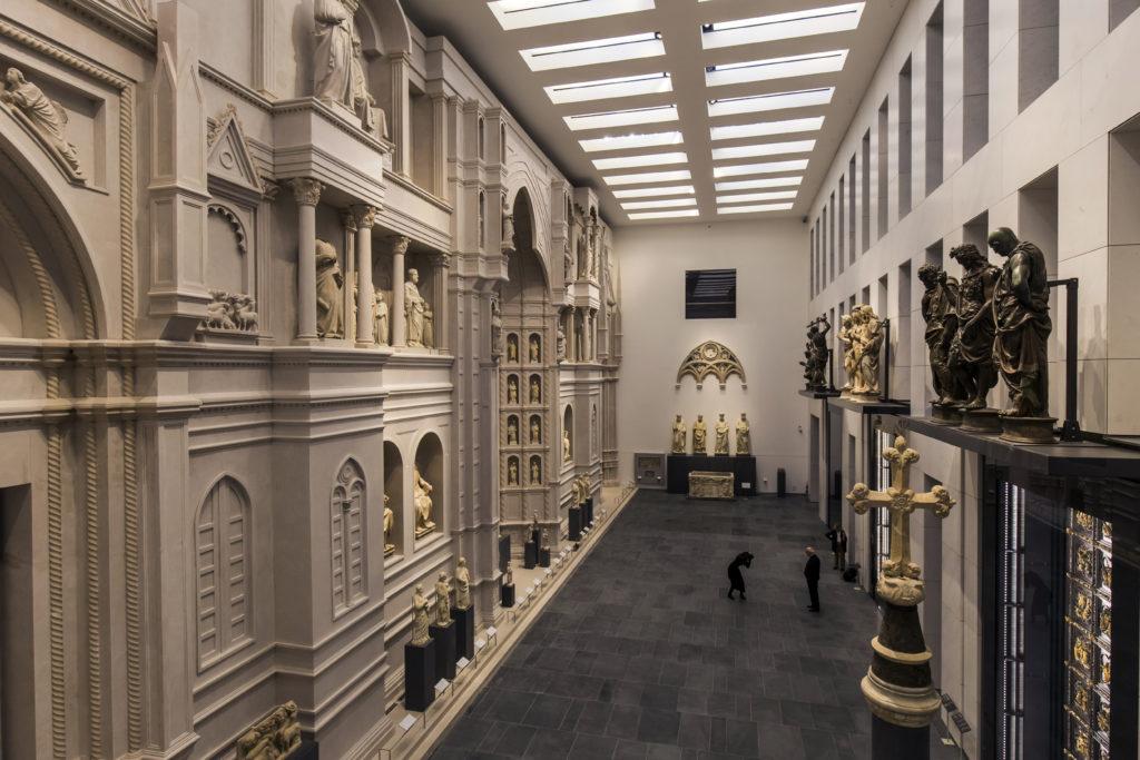 Firenze, Museo dell'Opera del Duomo. La grande 'Sala del Paradiso', ricavata nella volumetria del settecentesco ex Teatro degli Intrepidi (cortesia: ERCO)