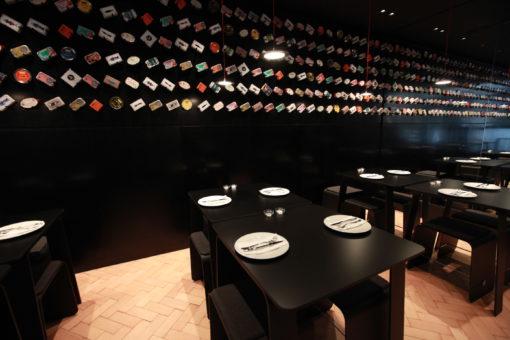 Ristorante Tincan, Londra – Dettaglio dei tavoli, illuminati in modo totalmente uniforme e privi di zone d'ombra (Cortesia LG Display)