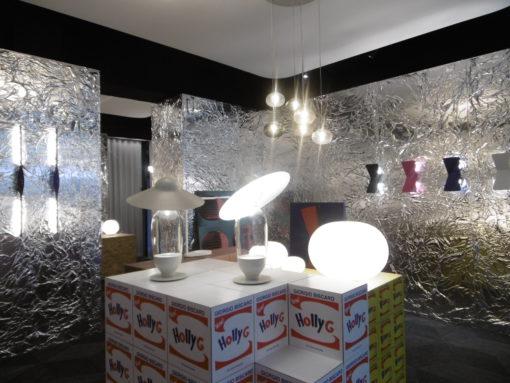 """Showroom Fontana Arte, Corso Monforte. La lampada """"Hollyg"""" (design: Giorgio Biscaro)"""