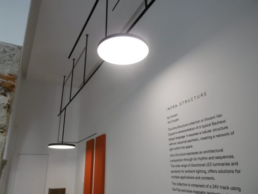 "Showroom FLOS Professional, Corso Monforte. Il sistema ""Infra - Structure"" (design: Vincent Van Duysen)"