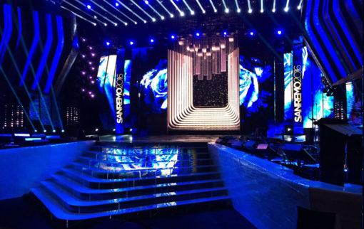 Sanremo 2016. Vista d'insieme della scenografia e del palcoscenico (cortesia photo: Riccardo Bocchini architetto)