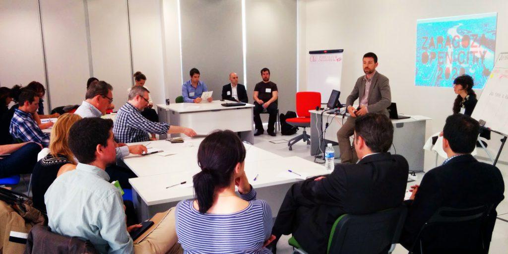 Zaragoza, Open Urban Lab (Laboratorio Urbano Abierto). L'immagine di una riunione di lavoro, presieduta da Sarasa