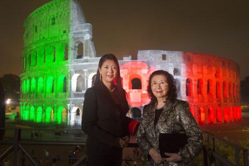 La lighting designer Akari-Lisa Ishii con la madre Motoko Ishii (courtesy: Motoko Ishii Lighting Design & I.C.O.N.)