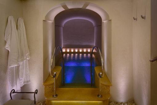 Conca dei Marini (SA). Monastero Santa Rosa Hotel & SPA. Uno degli ambienti (courtesy photo: L&L Luce & Light)