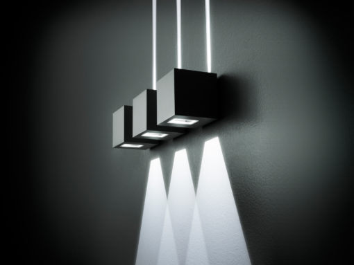 """L'apparecchio """"Lift"""" a parete, per ambienti umidi (courtesy photo: Simes) (photo: Ottavio Tomasini)"""