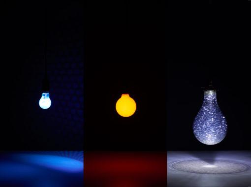 """""""Earth Bulb"""" riconsidera il dinamismo della luce abbandonando la relazione luce – buio, per individuare le condizioni di luce all'interno del pianeta (photo courtesy: void setup() )"""