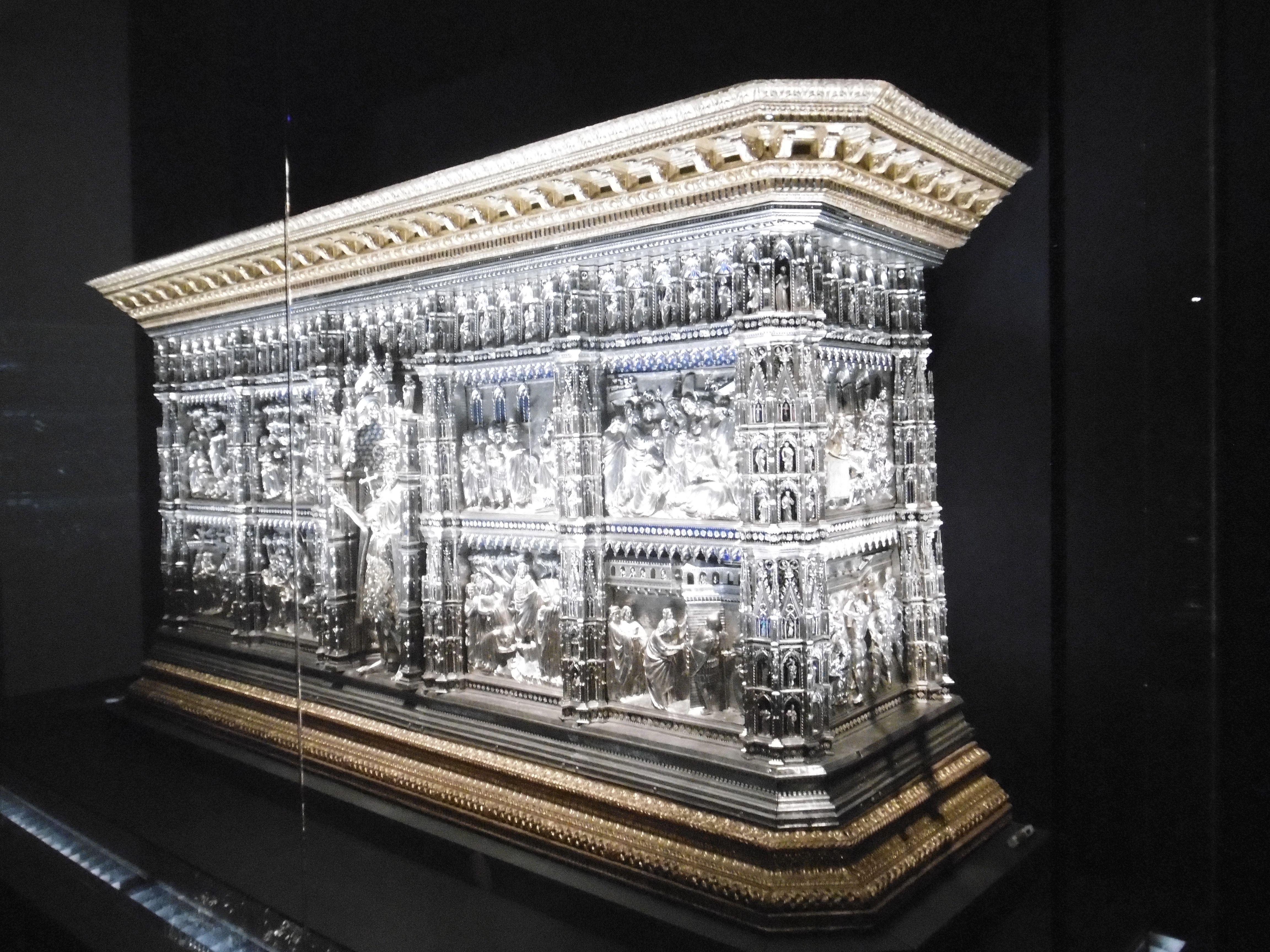 Firenze, Museo dell'Opera del Duomo. L'Altare in argento del Tesoro del Battistero di San Giovanni a Firenze, composto da circa 1500 pezzi, terminato nel 1483