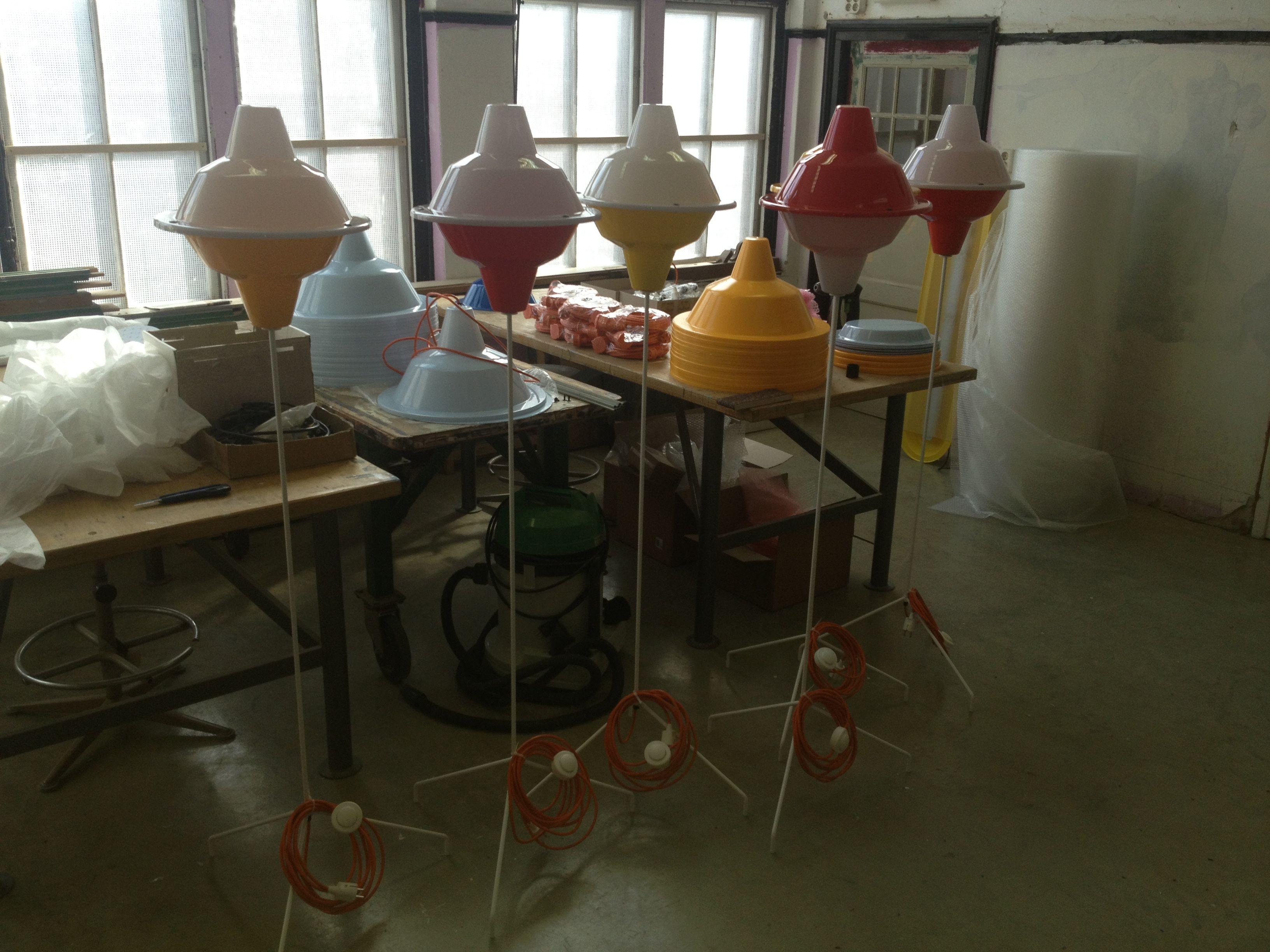 L'autoproduzione delle lampade Major Tom (courtesy Jack Brandsma)