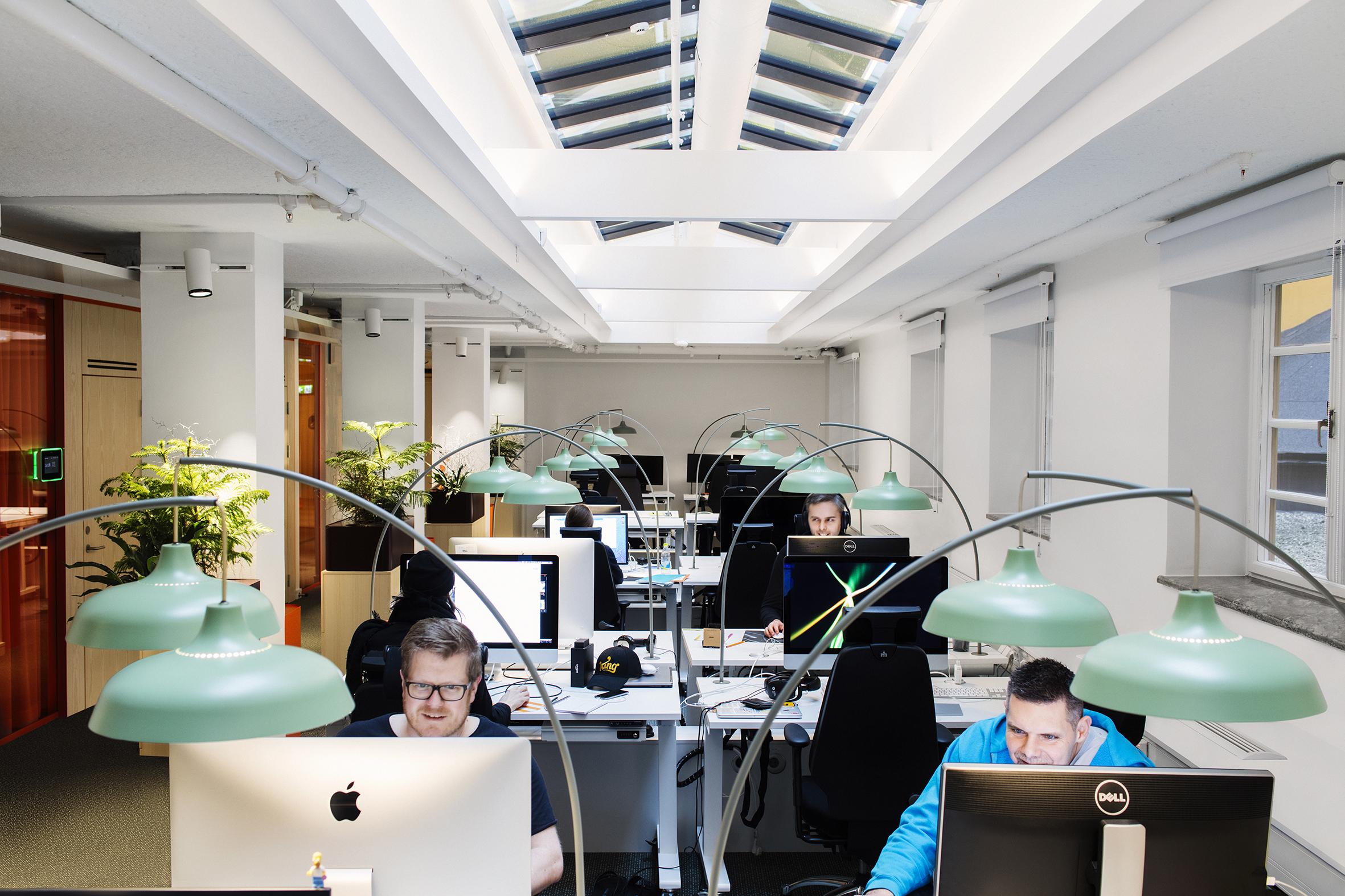 Stoccolma. King Game Studios. Insieme ai designer di Adolfsson & Partners, ÅF Lighting ha creato un apparecchio di illuminazione per le postazioni di lavoro mobili (courtesy: ÅF Lighting) (courtesy photo: Joachim Belaieff - / Adolfsson & Partners)