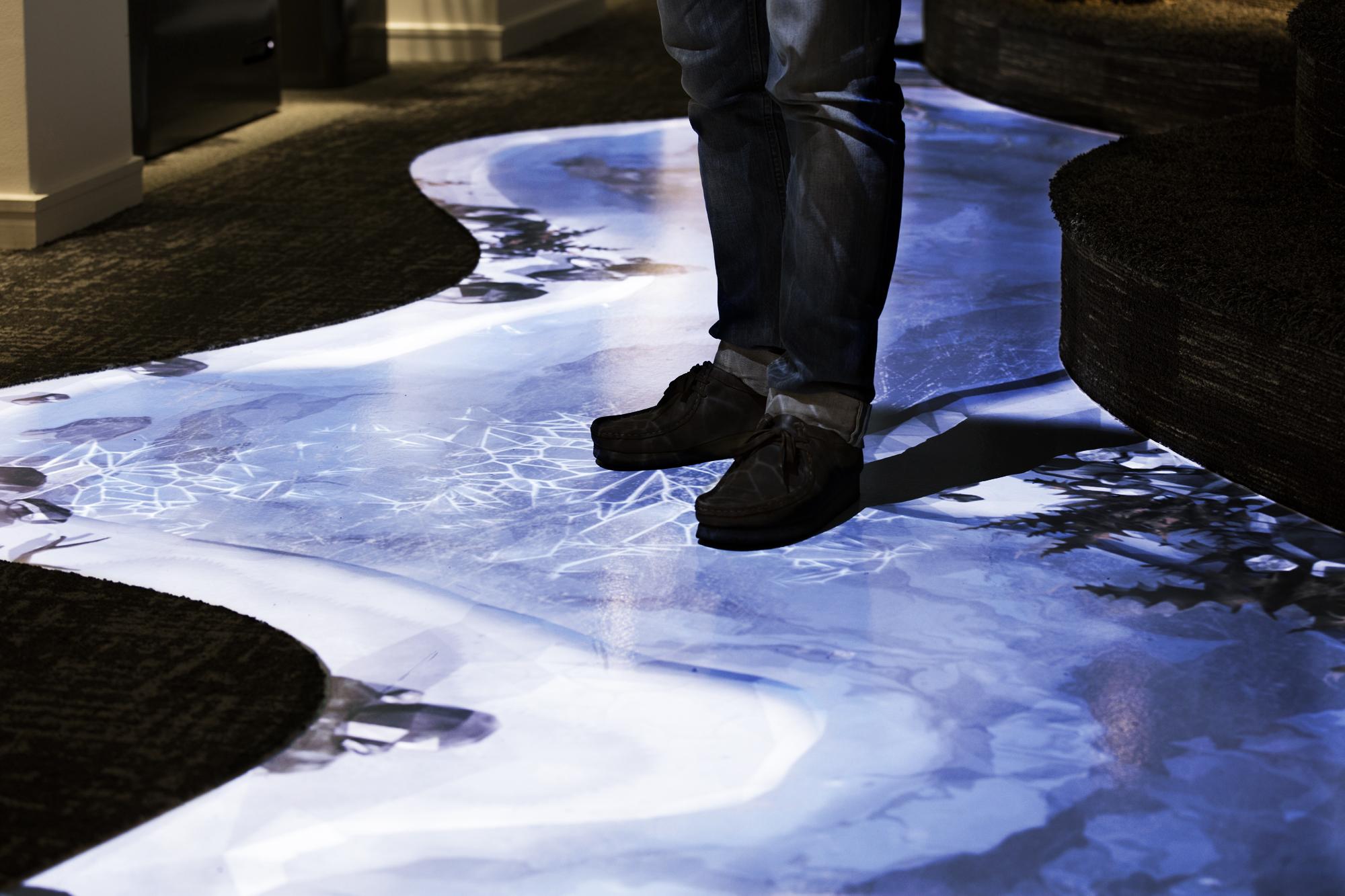 Dettaglio del pavimento interattivo (courtesy photo: Joachim Belaieff - / Adolfsson & Partners)