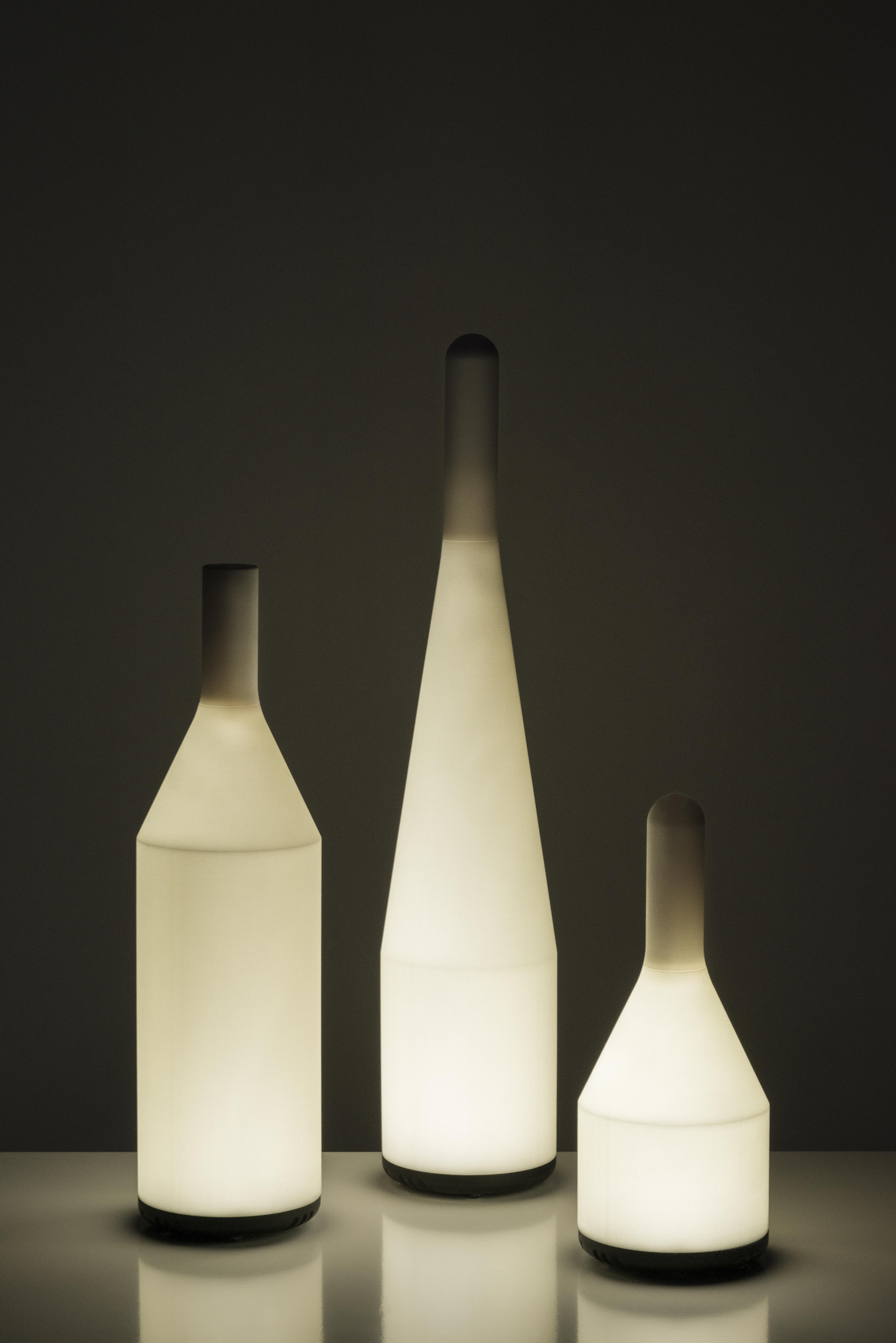"""Le lampade/bottiglie """"Voltaire"""", disegnate da Gio Tirotto per .exnovo (courtesy photo: Federico Villa)"""