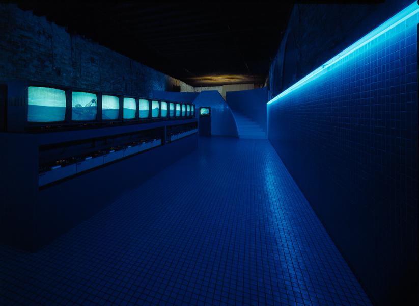 """Studio Azzurro- """"Il Nuotatore"""" (va troppo spesso a Heidelberg),1984, Venezia, Palazzo Fortuny (courtesy photo: Galleria Verrengia)"""
