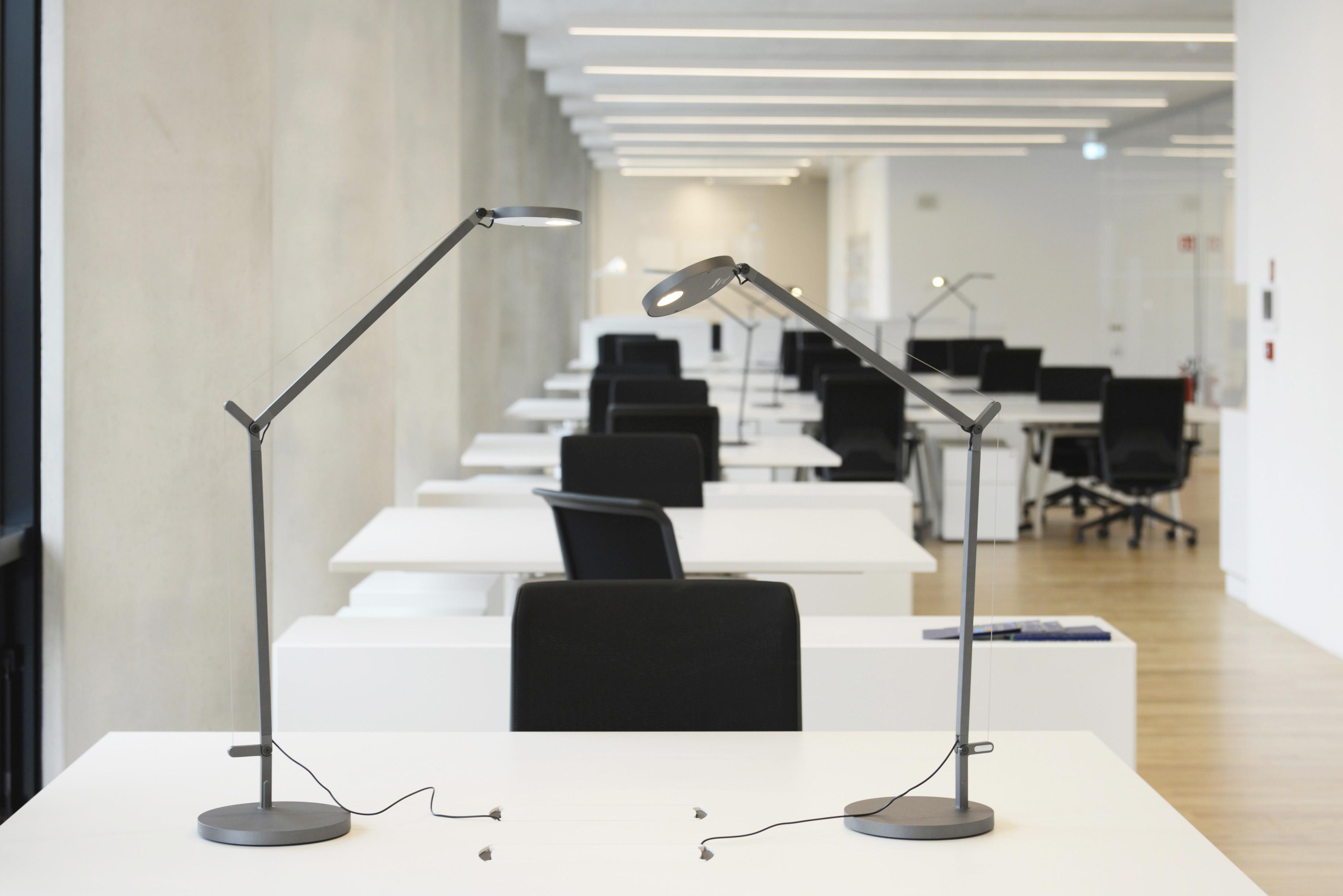 Sistemi Illuminazione Ufficio.L Illuminazione Per I Luoghi Di Lavoro Luce E Design