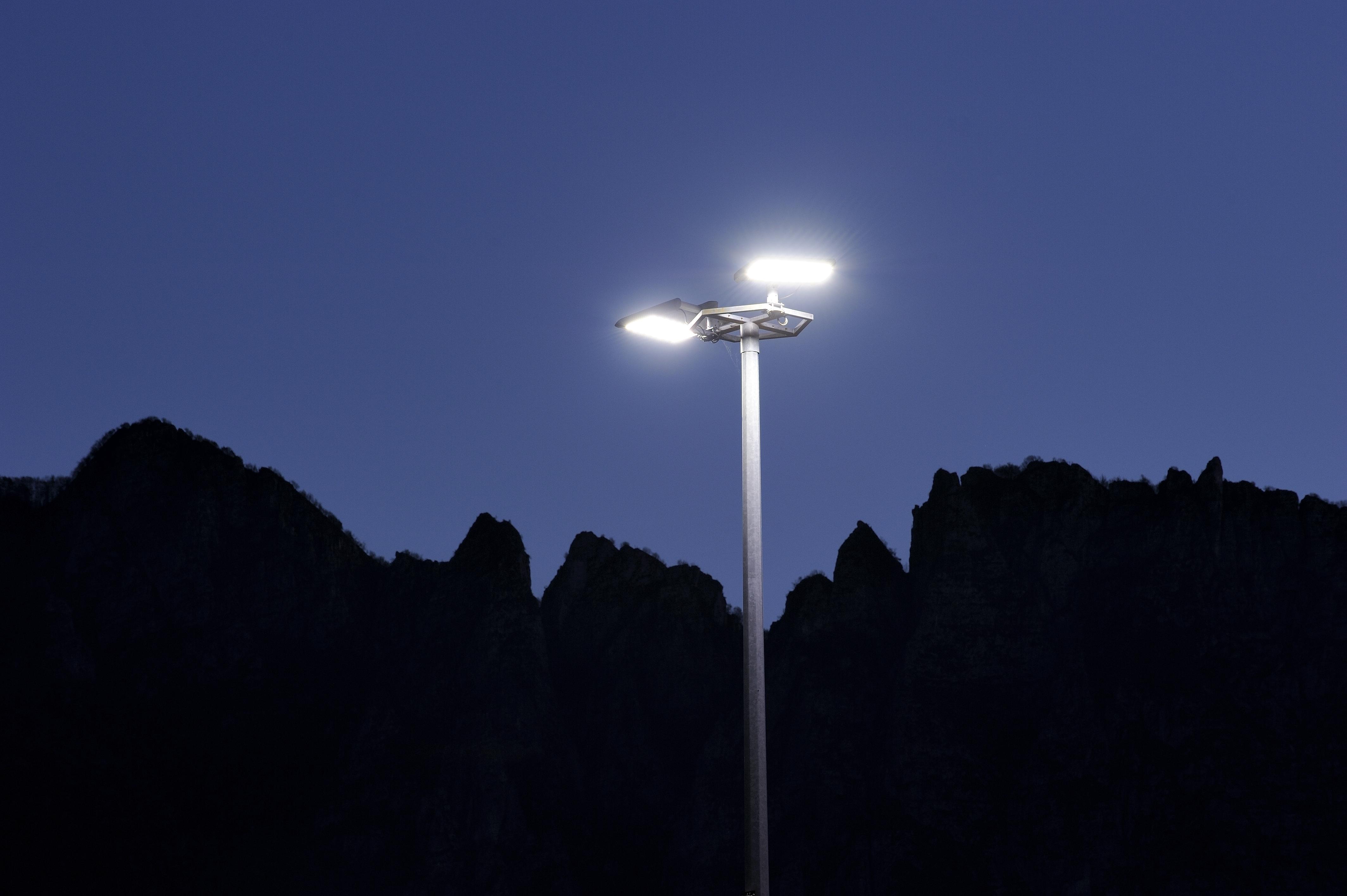 Lilluminazione per i luoghi di lavoro luce e design